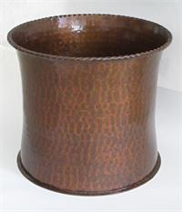 Hammered copper planter curved